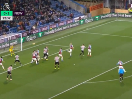Clark doubled Newcastle's lead against Burnley. Captura/NBC