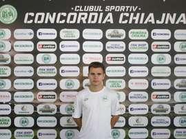El mediocentro ya luce los colores de su nuevo equipo. Twitter/ConcordiaChiajna