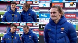 Griezmann tenta atrapalhar a entrevista de Coutinho. Captura/BarçaTV