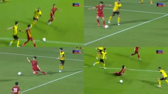 Aunque parezca increíble, esto fue penalti. Captura/AstroArena