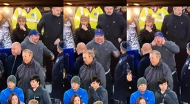 Everton investigating their fans for racism against Son. Captura/DAZN