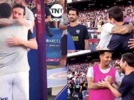 Messi saluta e abbraccia gli argentini.Twitter/BocaJrsOficial/TNTSports