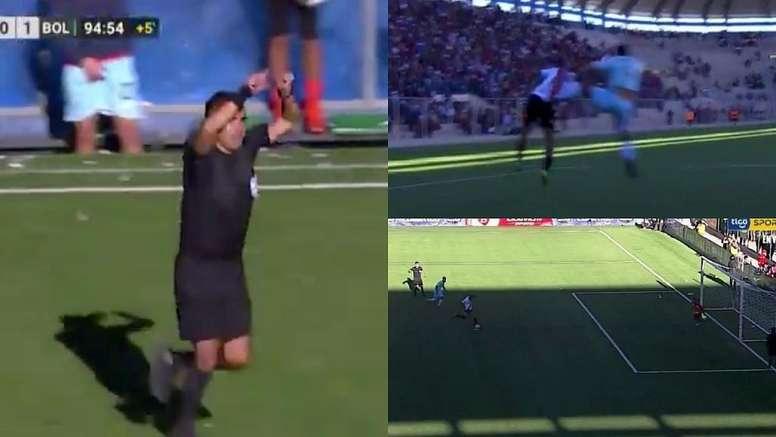 Un arbitre siffle penalty grâce à la VAR. Captura/TigoSports