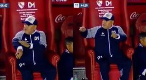 Maradona demande la VAR, alors qu'il n'y a pas l'assistance vidéo en Argentine.  Captura/TNTSports
