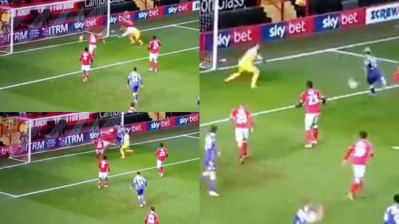 Charlie Austin couldn't believe how his shot didn't go in. Captura/FACup