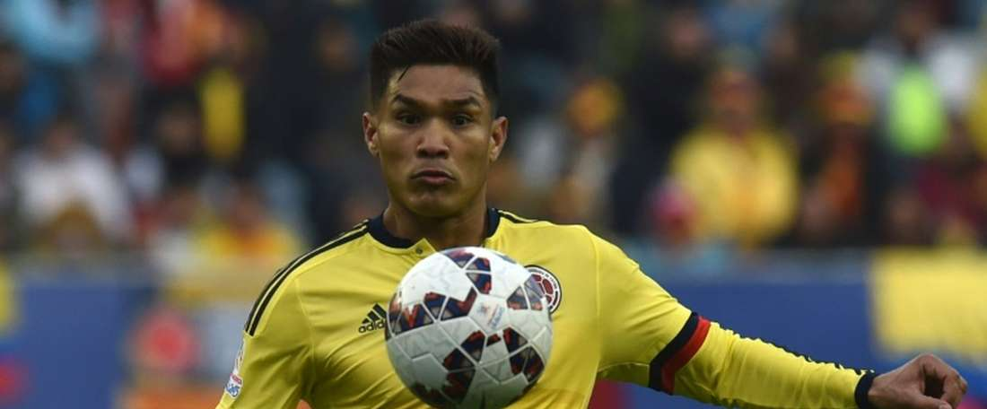 Colombia forward Teofilo Gutierrez, pictured in action on June 21, 2015, has agreed to join Sporting Lisbon on a three-year deal from River Plate