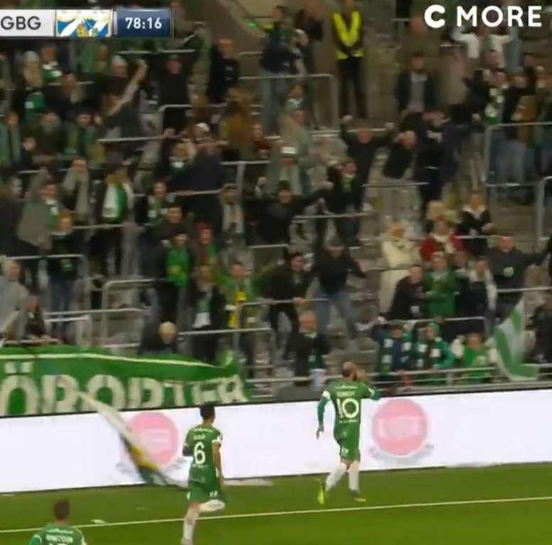 Comemoração inusitada no futebol sueco. Twitter @fotbollskanal