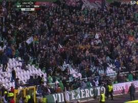 La policía tuvo que intervenir en el gol del empate del Benfica. Twitter