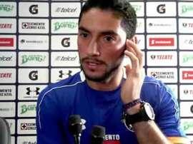 Corona mandó su apoyo a Vuoso, desolado tras fallar el penalti ante Puebla. CruzAzul