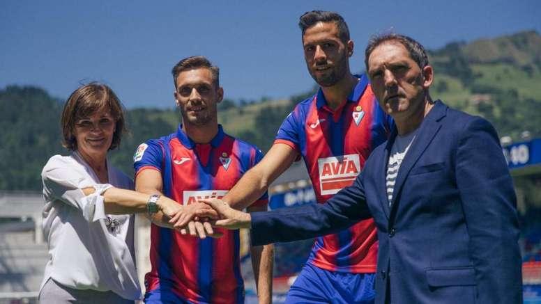 Correa et Esteban Burgos, presentés comme nouveaux renforts de l'Eibar. SDEibar