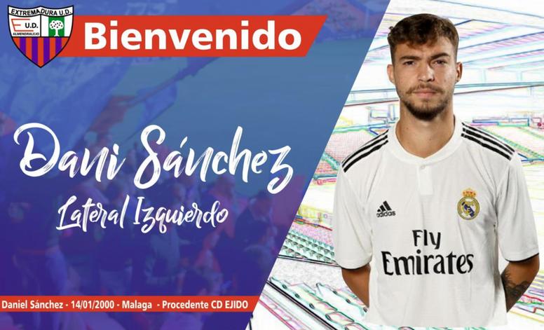 Dani Sánchez firma con el Extremadura. Twitter/EXT_UD