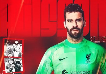 Alisson renews his contract until 2027. Twitter/LFC