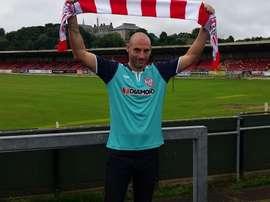 El veterano central firma por el equipo de Tercera. DerryCity