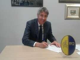 Cristiano Bergodi, nuevo entrenador del Modena, firma el contrato con el equipo. ModenaFC