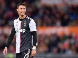 Cristiano Ronaldo sorri com Sarri na Juventus. JuventusFC