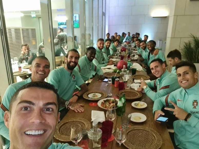 Cristiano Ronaldo, tras su positivo en COVID-19 y junto al resto de la Selección. Twitter/Cristiano