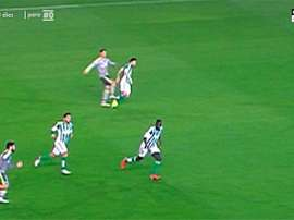 Cristiano Ronaldo donne un coup de pied dans la jambe de Francisco Molinero. Twitter