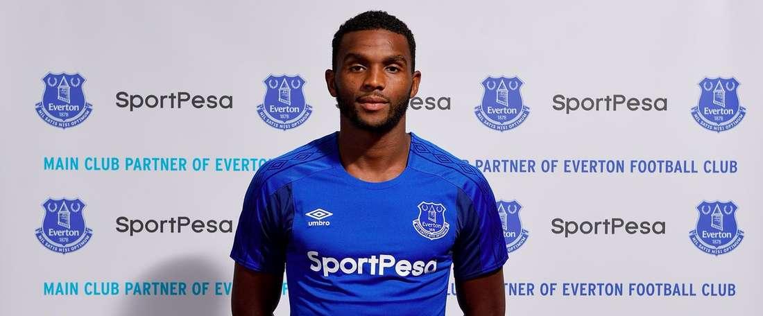 O lateral de 27 anos assinou até 2020 com os 'toffees'. Twitter/Everton