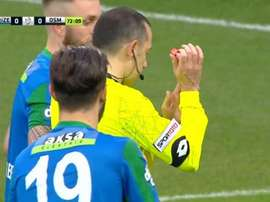 Cüneyt Çakir pitó un penalti que no fue. Youtube