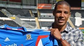 Curtis Davies ha renovado por dos años su contrato con el Hull. HullCityTigers