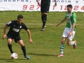 Rafel Rojas tratará de llevar al Cacereño a una posición destacada en Tercera División. CordobaCF