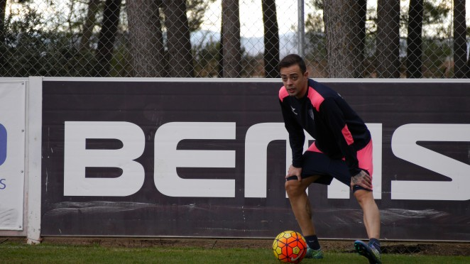 Dani Benítez ha vuelto a entrenarse, por primera vez desde que llegó al Alcorcón. SDHuesca