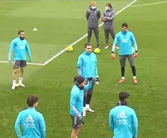 Dani Carvajal e Fede Valverde devem retornar contra o Atlético de Madrid. Captura/RealMadridTV