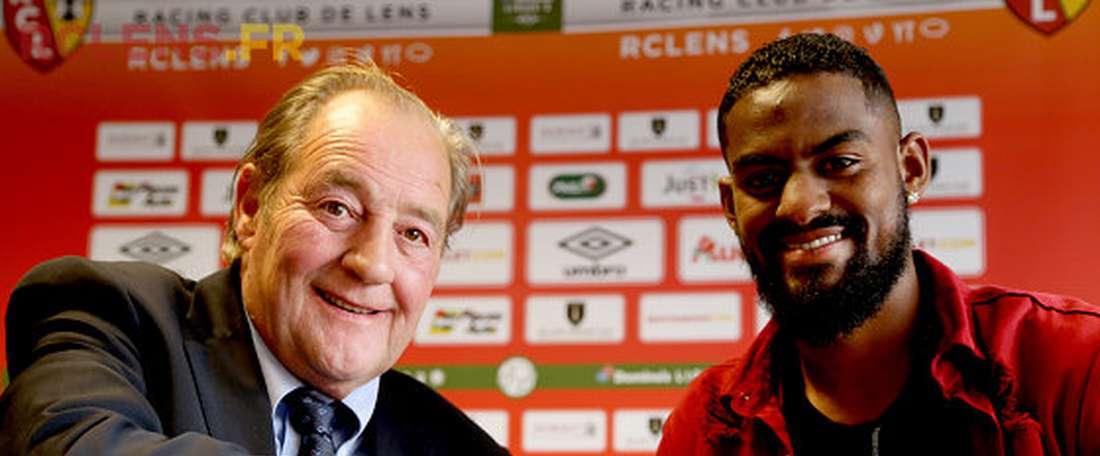 O central de 25 anos vai jogar na segunda divisão de França. RCLens