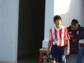 Darío Roa, entrando en el terreno de juego en un debut histórico con tan sólo 13 años. Twitter
