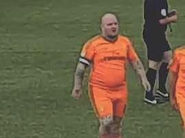 'Darrel The Barrel' es uno de los futbolistas amateur más conocidos en Inglaterra. Captura