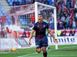 Machís logró el primer gol del Huesca ante el Llagostera, que se acerca a Segunda B. Archivo/EFE