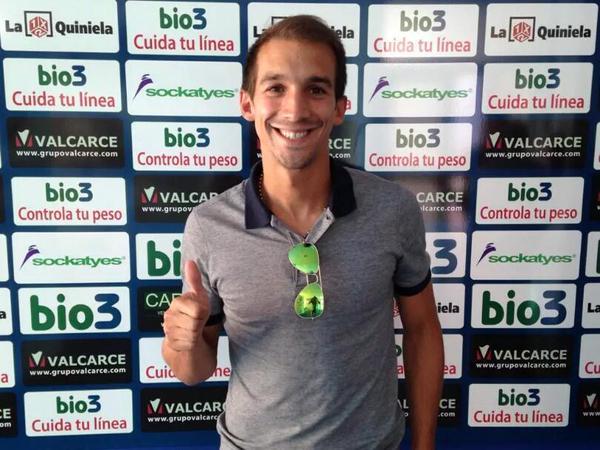 David Caiado posa como nuevo jugador de la Ponferradina. Twitter