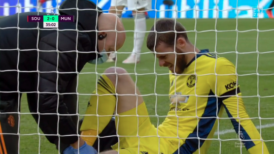 De Gea injured his knee. Captura/DAZN