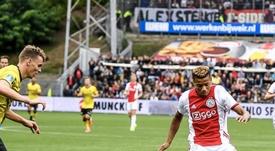 Neres fue el autor de uno de los tantos del Ajax. Twitter/AFCAjax