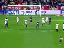 Soria flew away to his left to deny the Argentina. Twitter/ElChiringuitoTV