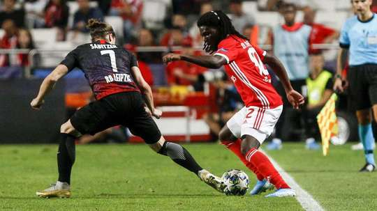 4 players have tested positive. SLBenfica