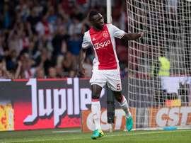 Davinson Sánchez remontó el tanto inicial del PC Zwolle. Ajax