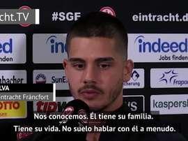 André Silva, en contacto con Cristiano Ronaldo. DAZN