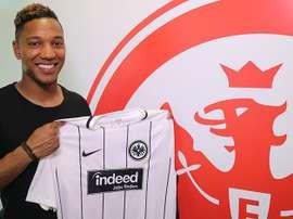 De Guzman já posou com a nova camisola. Twitter/Eintracht Frankfurt
