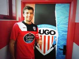 Dealbert posa como nuevo jugador del Lugo. Twitter