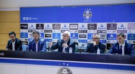 Romildo Bolzan Jr., ao centro, é um dos presidentes mais vitoriosos na história do Grêmio. EFE