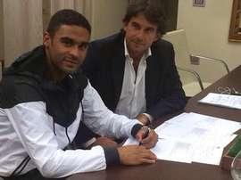 Defrel, firmando contrato con el Sassuolo. Twitter