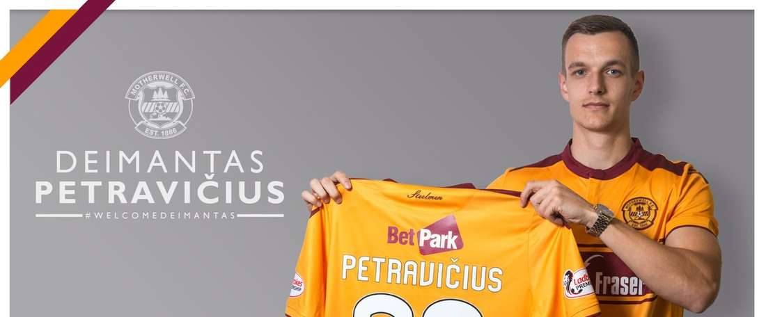 El lituano luce dorsal con su nuevo equipo. Motherwell