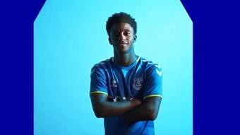 Demarai Gray se comprometió hasta 2024 con el Everton. Captura/Everton