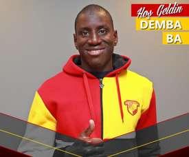 Demba Ba assinou pelo Göztepe. Twitter/Göztepe