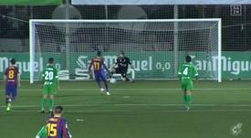 Segundo pênalti para o Barça, segunda defesa de Ramón. Captura/Dazn