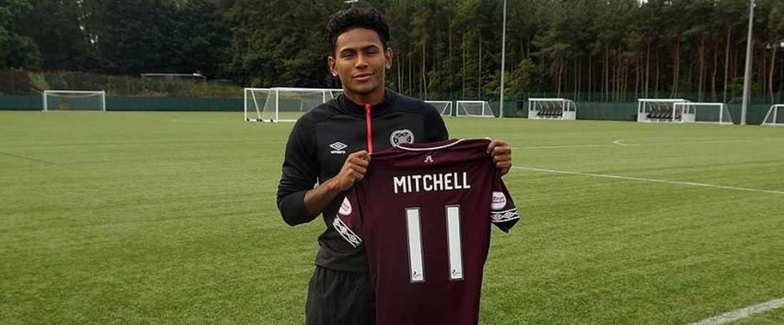 Demetri Mitchell rejoins Hearts on a season-long loan deal. Twitter/Heart of Midlothian