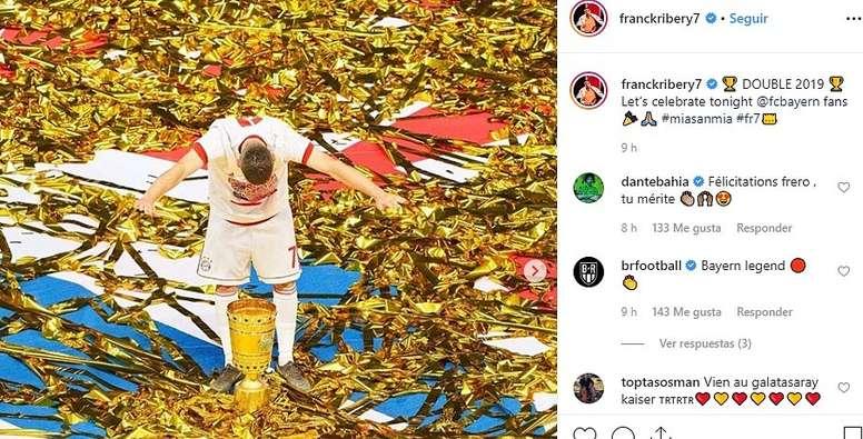 Ribéry despediu-se do Bayern com mais um título. Captura/FranckRibery7