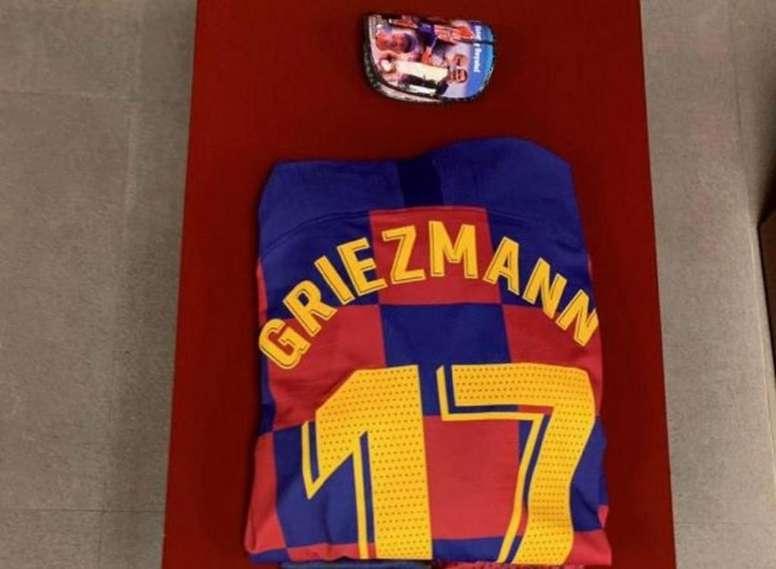 Griezmann se acordó del Atlético... en sus espinilleras. Twitter/FCBarcelona_es