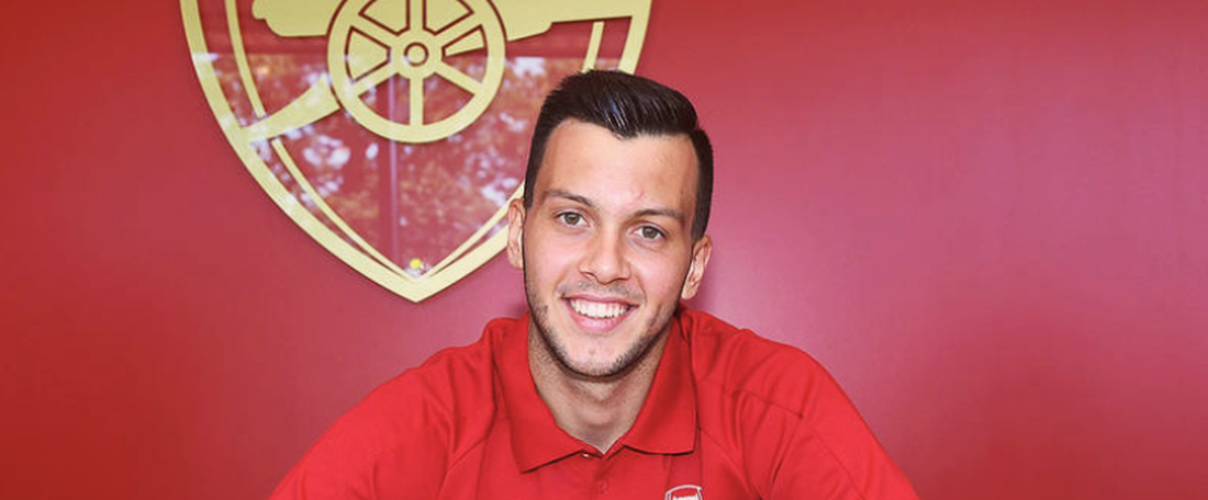 Il prolonge son contrat avec Arsenal. Twitter/Arsenal